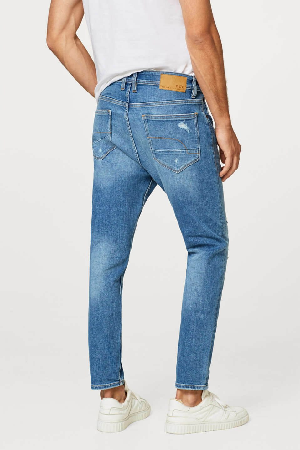 Stretch jeans with distressed effects