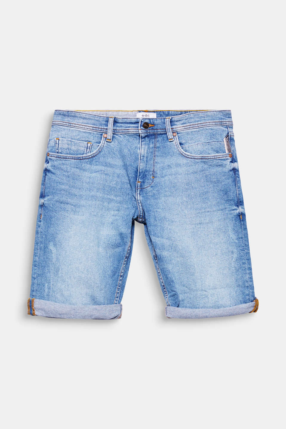 Bermuda shorts composed of denim – your fashion essential for this summer!