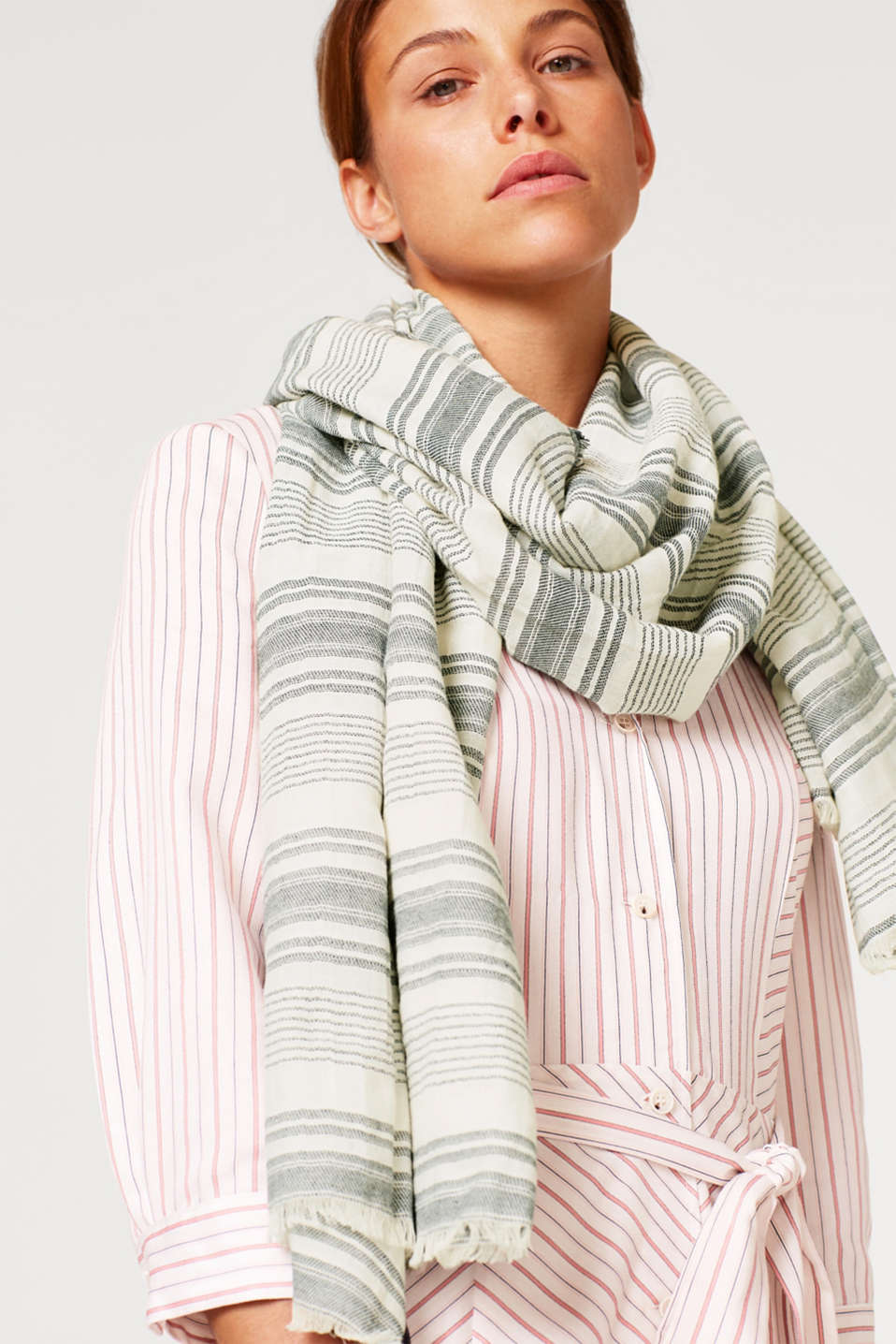 Woven scarf made of 100% cotton