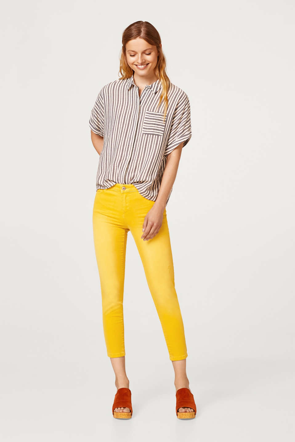 Esprit - Cropped stretch trousers with vintage effects