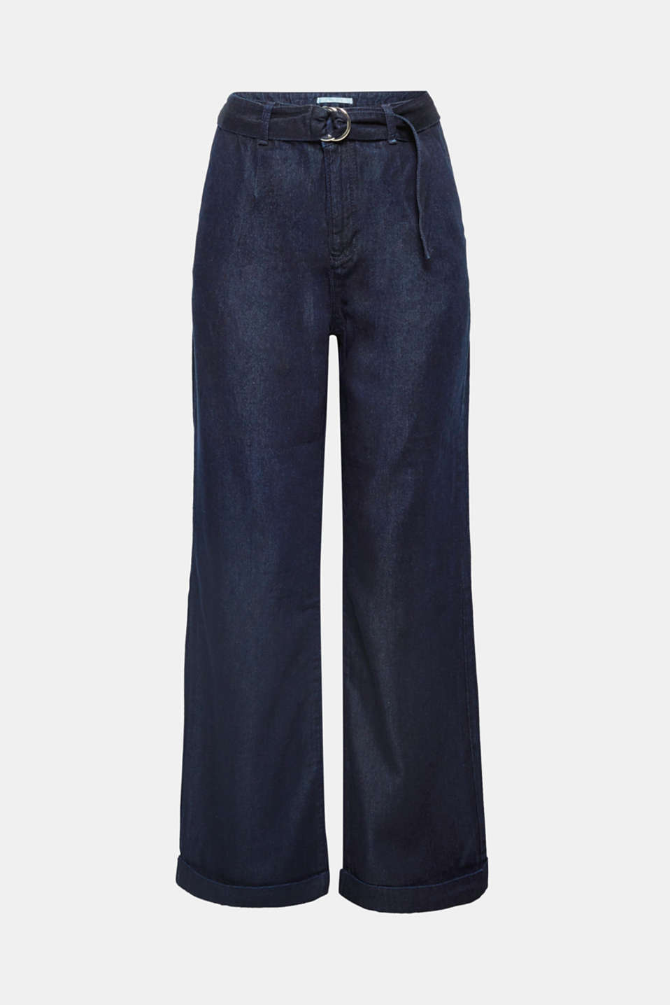 With a 80s vibe: these pleasantly lightweight dark denim jeans are trendy and chic thanks to their waist pleats, matching fabric belt and wide flared leg!