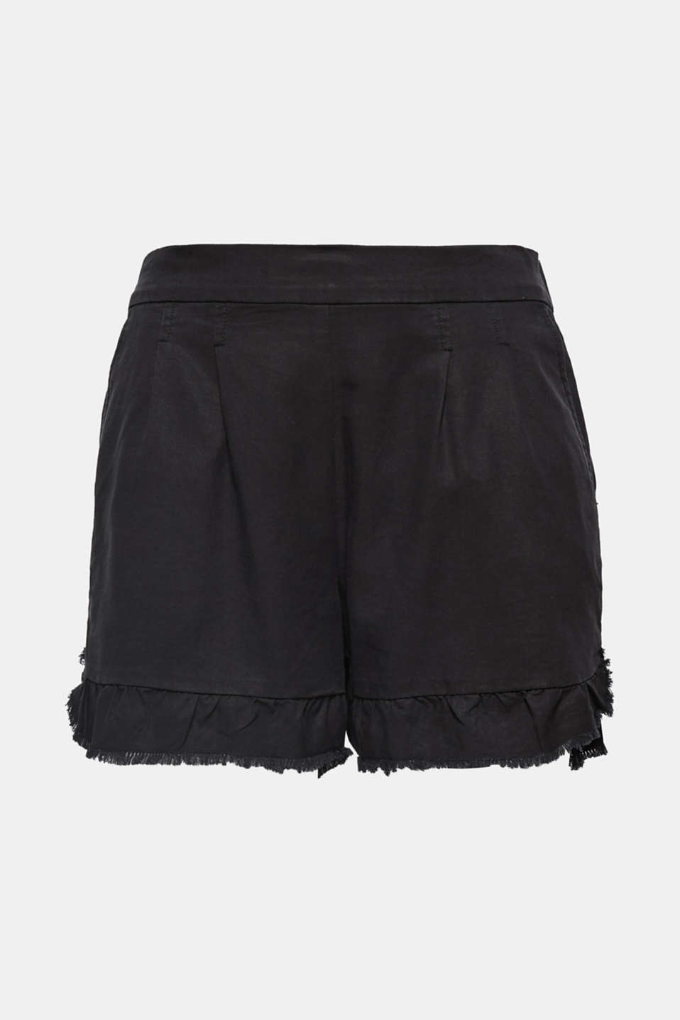 Frayed hem flounces and a soft material mix give these waist pleat shorts their ultra casual look!