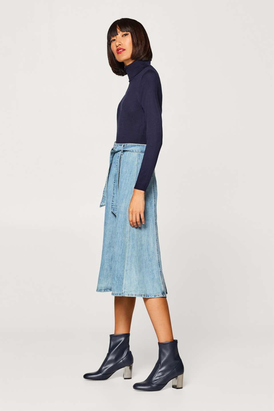 With linen: Swirling denim skirt in an A-line
