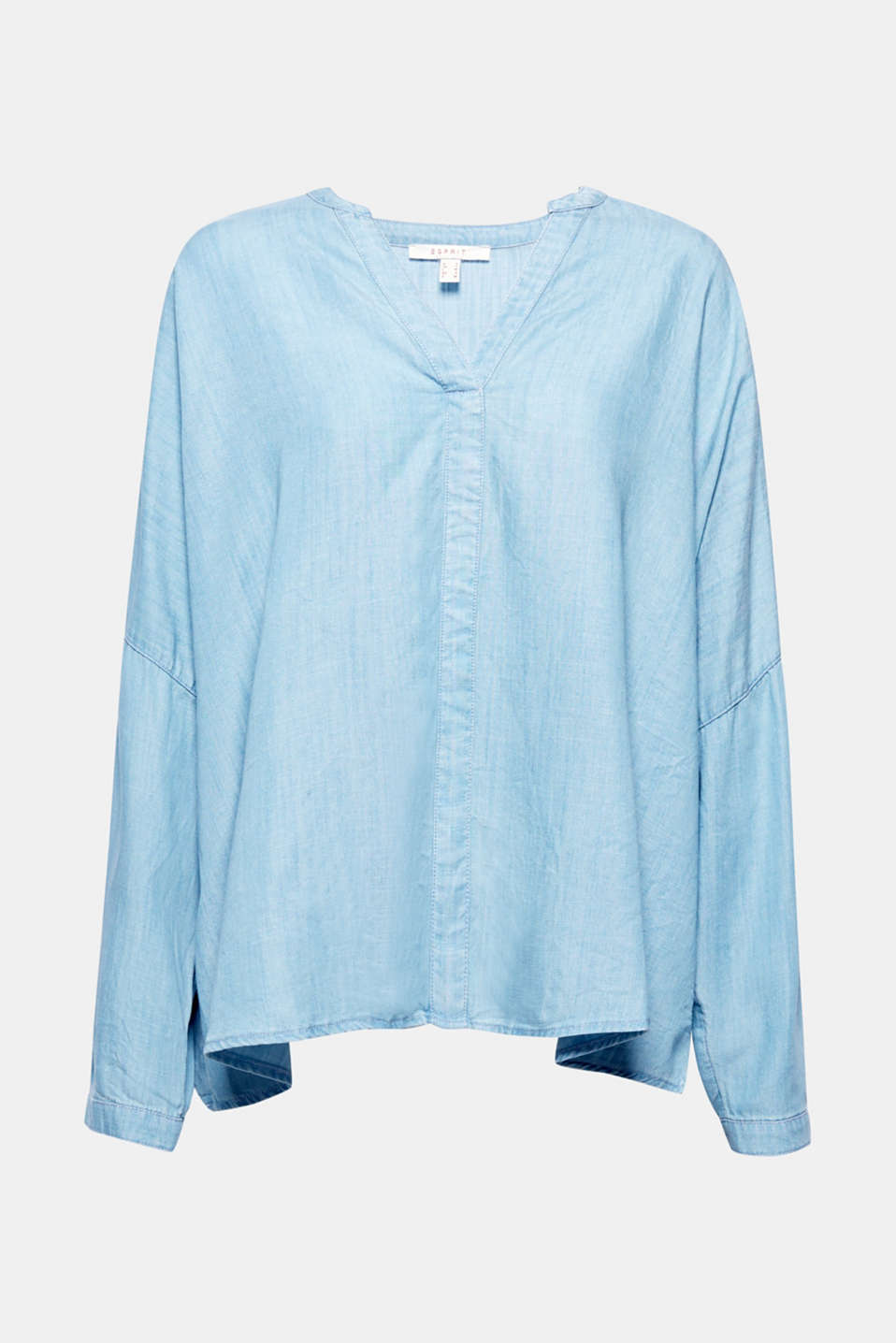A stylish denim look and casual fit: this boxy and wide, oversized blouse in a bright denim look is a trendy fashion piece thanks to the turn-up sleeves and Henley neckline.