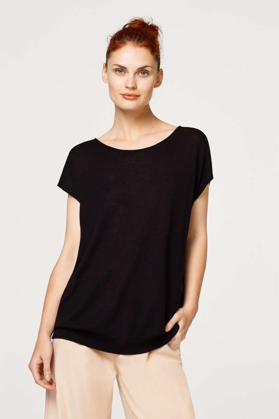 Esprit - Linen blend: short-sleeved jumper with a back neckline