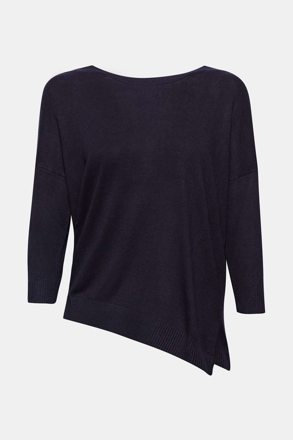Slightly shimmering and super soft: this fine knit jumper wows with a shiny finish and decorative raglan sleeves!