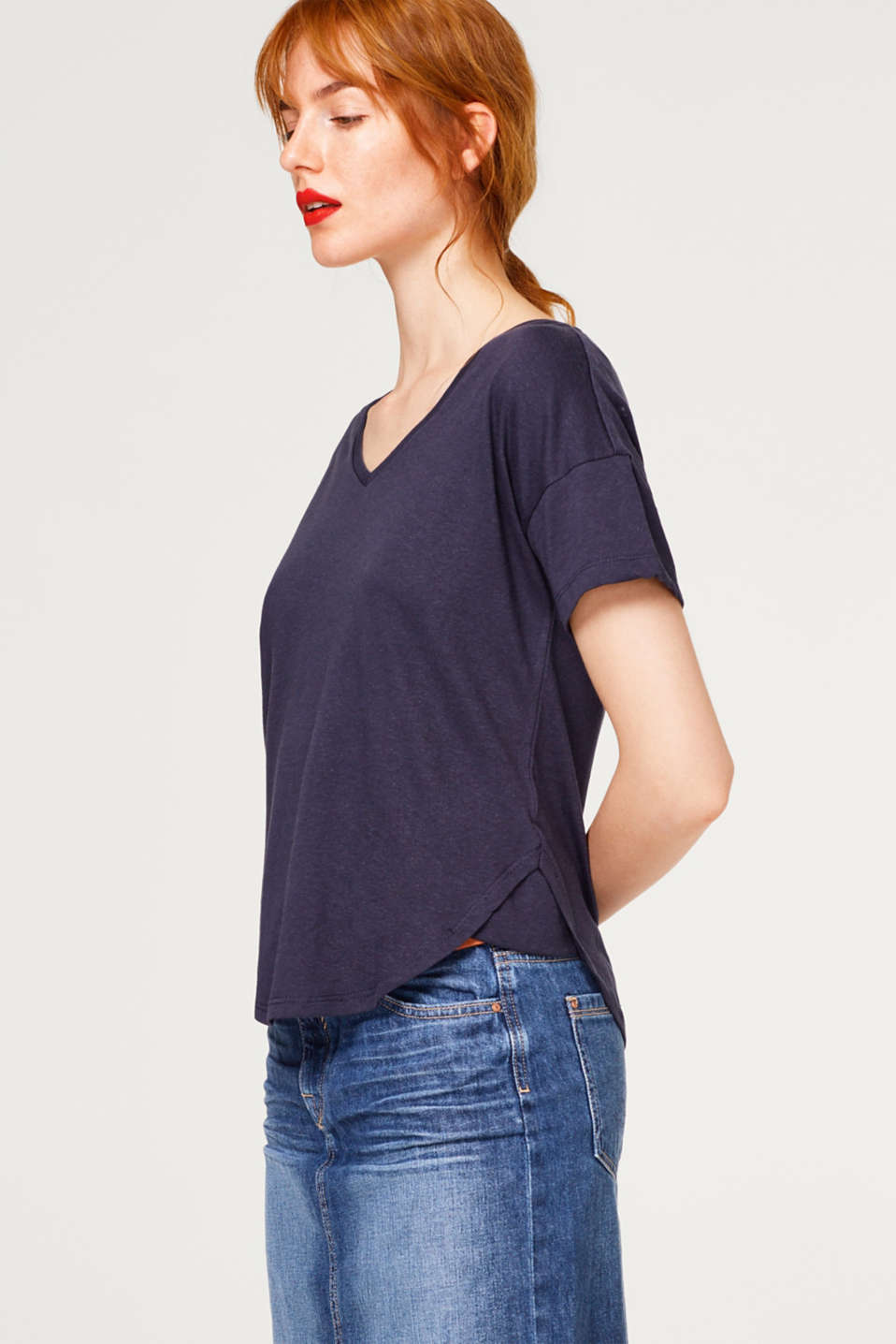 Esprit - With linen: top with v-neckline