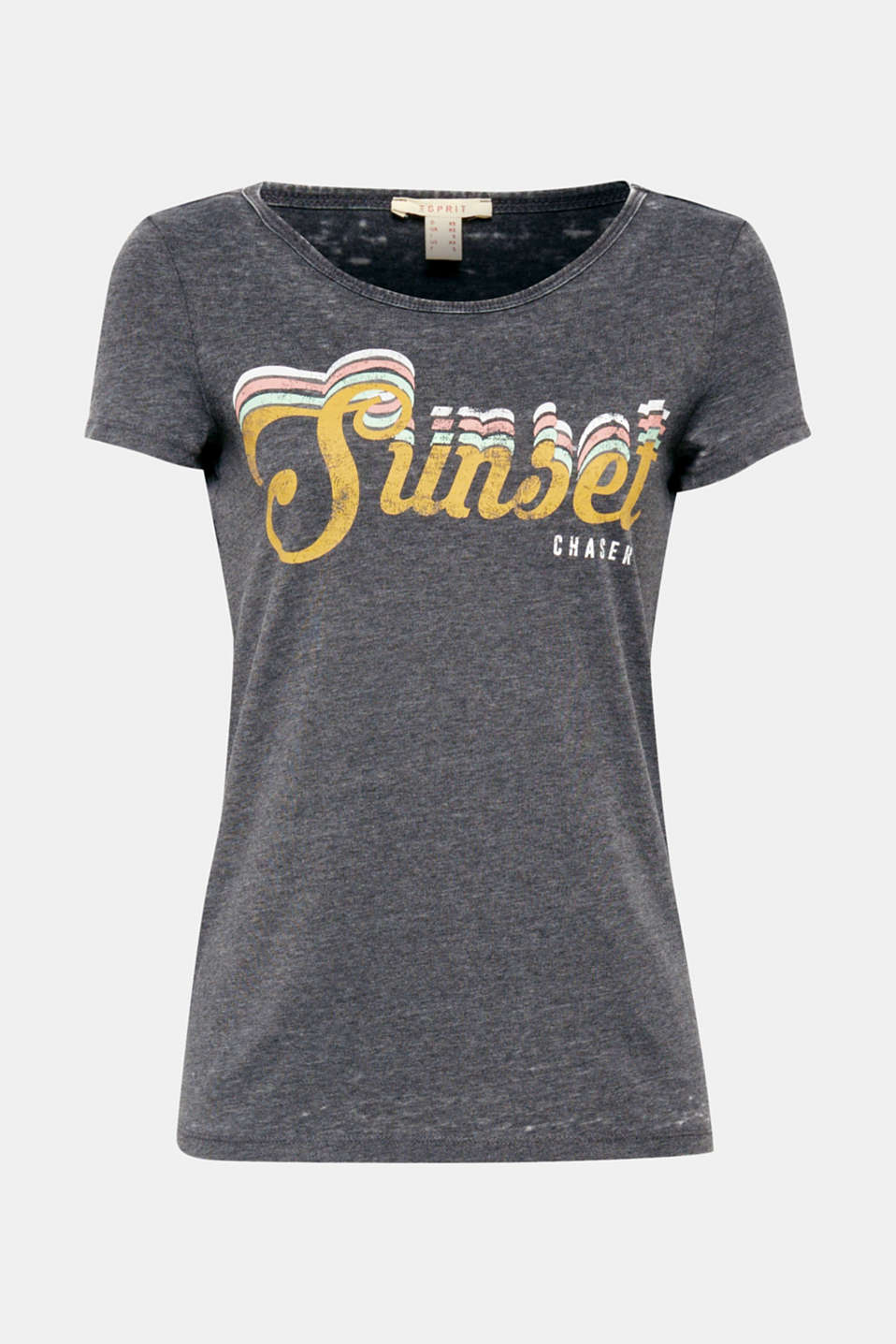 New, casual and soft, this T-shirt with a colourful front print features a burnt-out technique, giving it a trendy vintage look and a particularly soft texture.