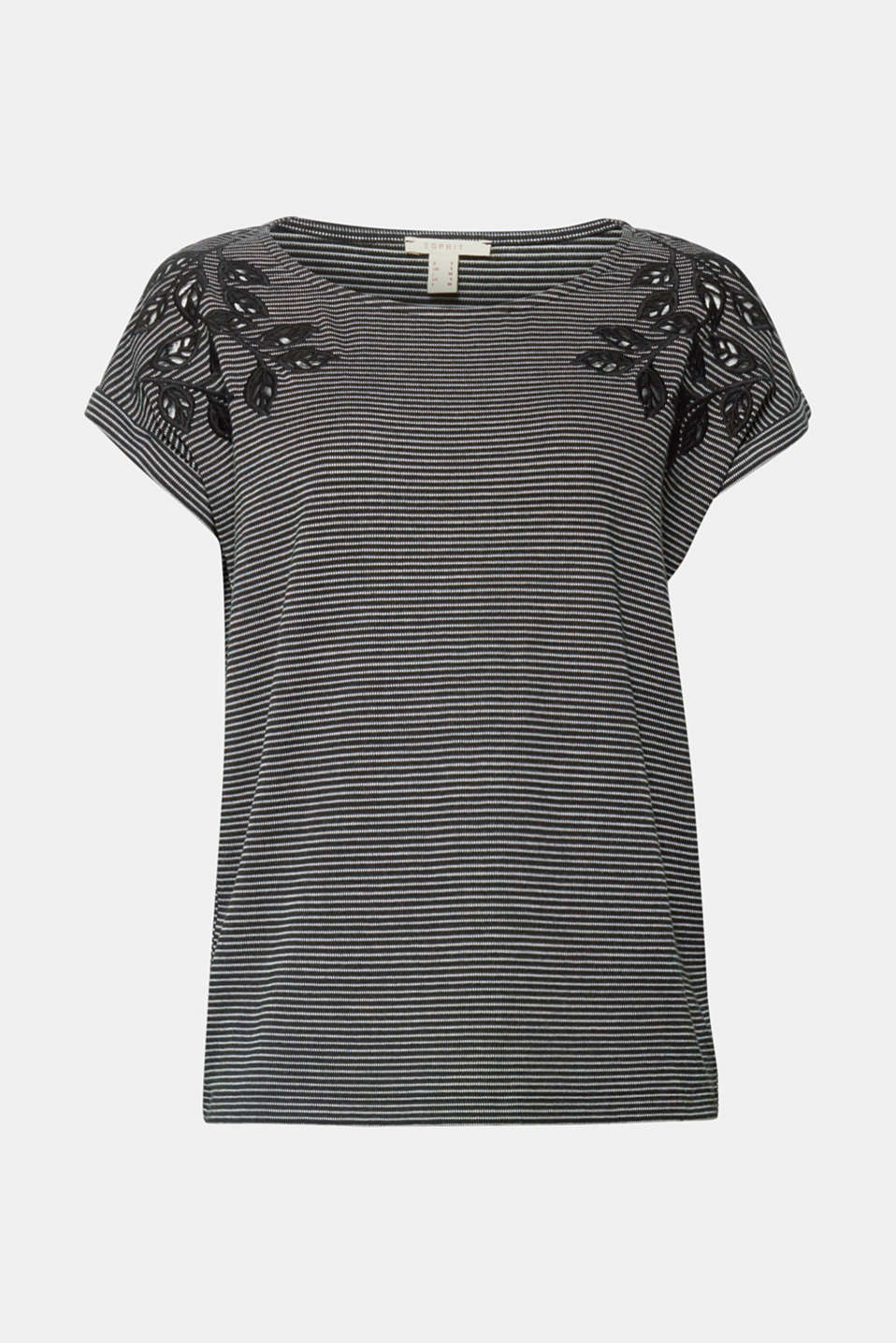 Lots of stripes and lush lace! The combination of classic stripes and airy, floral broderie anglaise makes this jersey T-shirt simply out of this world.