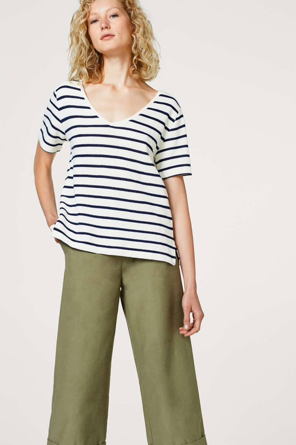 Esprit - Slightly boxy, textured T-shirt