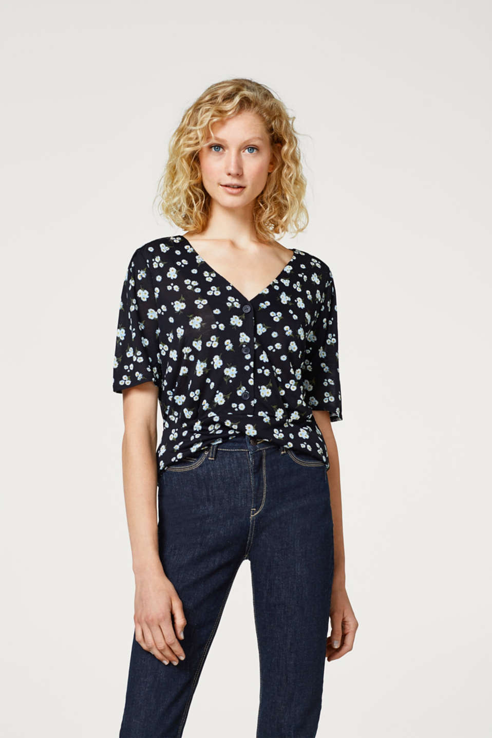 Esprit - Jersey T-shirt with a floral print and button placket