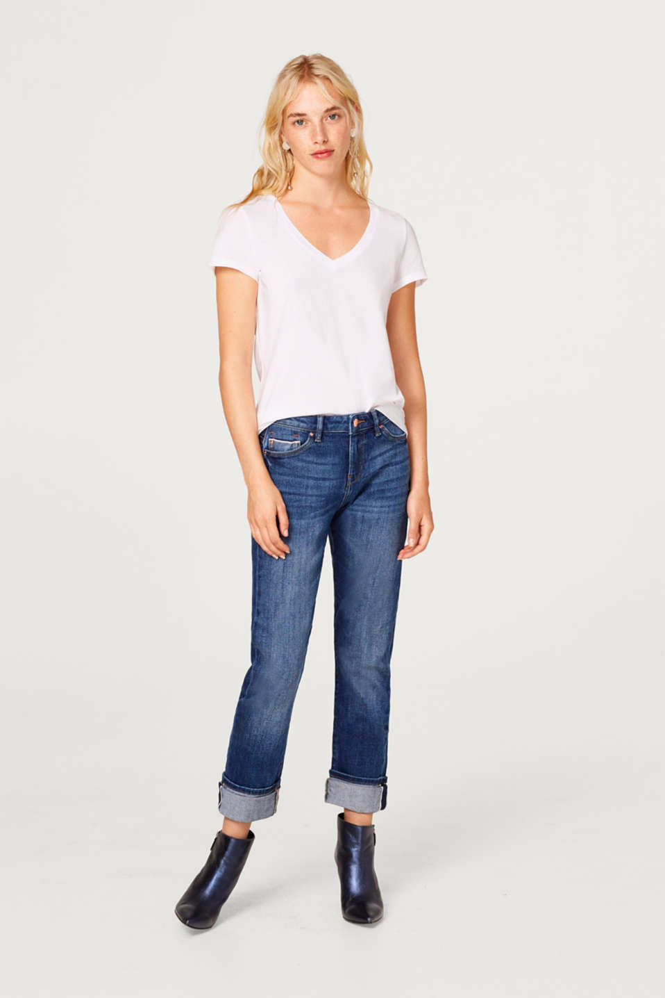 In a pack of two: basic T-shirt with a V neckline