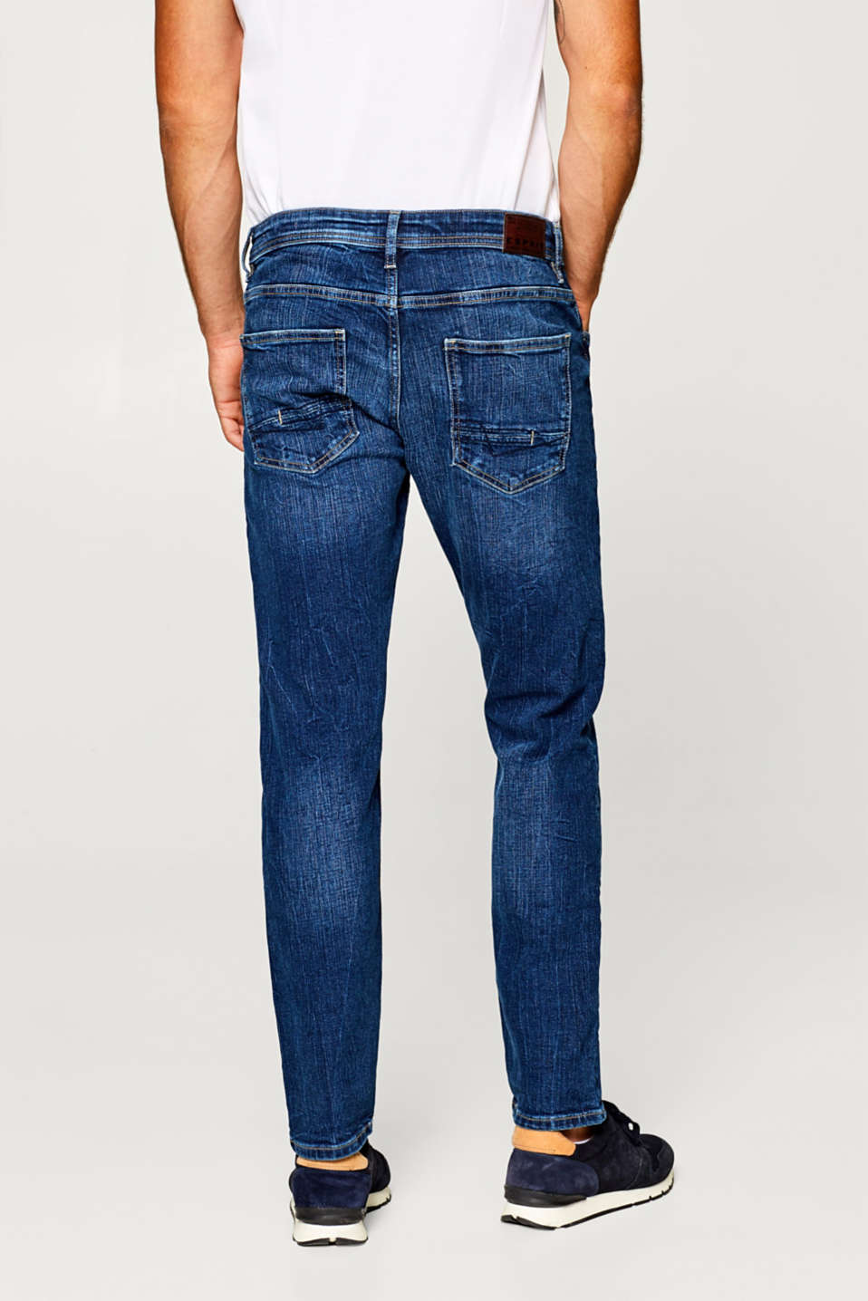 Cropped stretch jeans with a garment wash