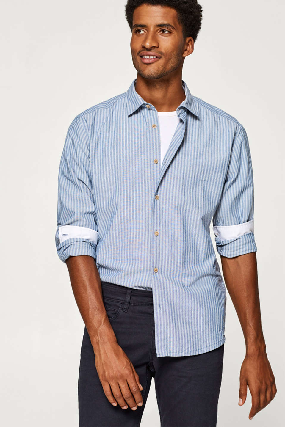 Esprit - Finely textured shirt in 100% cotton