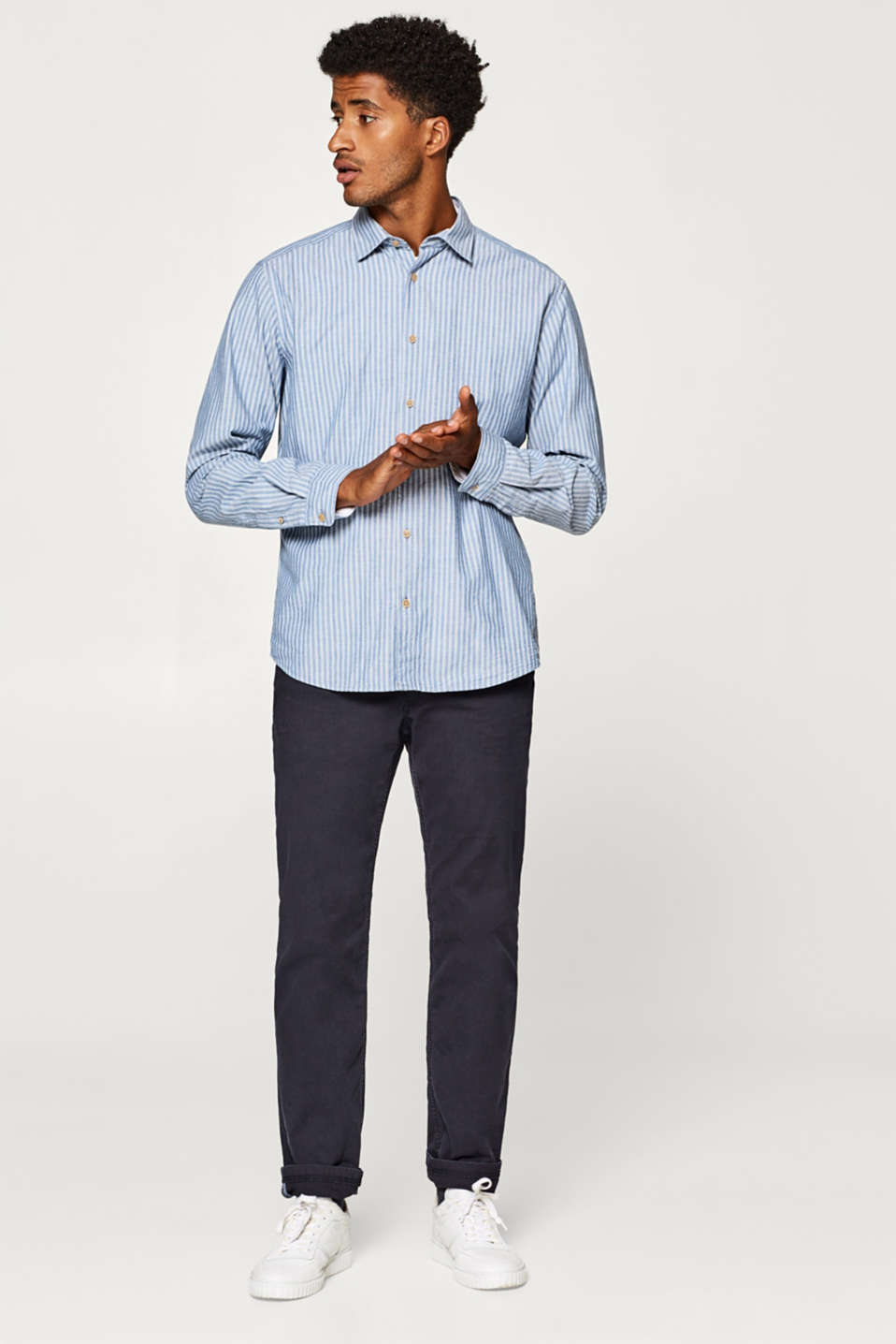 Finely textured shirt in 100% cotton