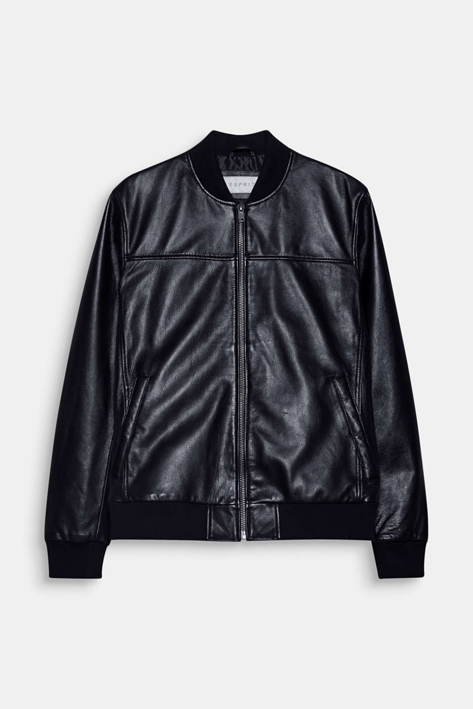 A sporty classic! This bomber jacket impresses with its soft sheepskin.