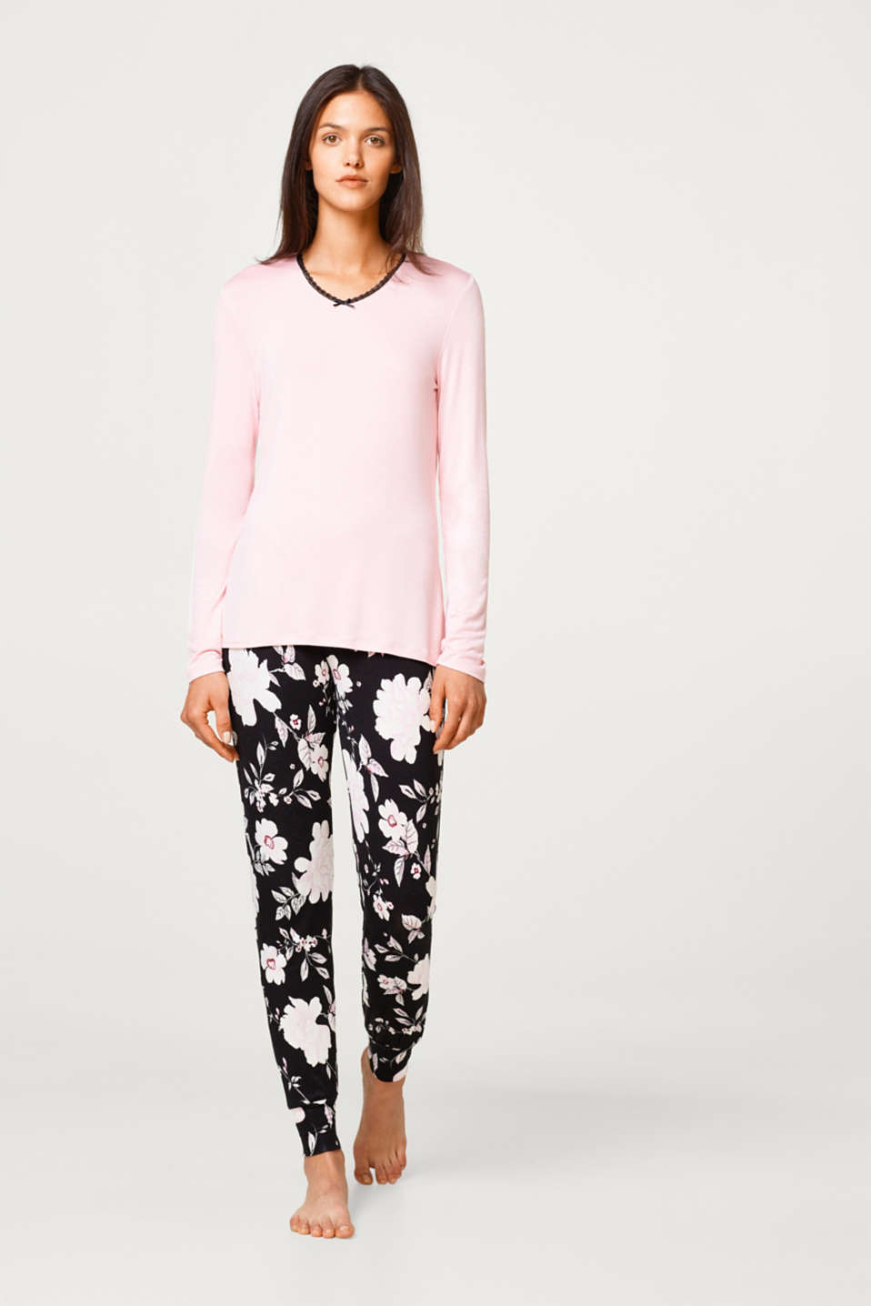 Esprit - Pyjamas consisting of a V-neck long sleeve top and flowery bottoms