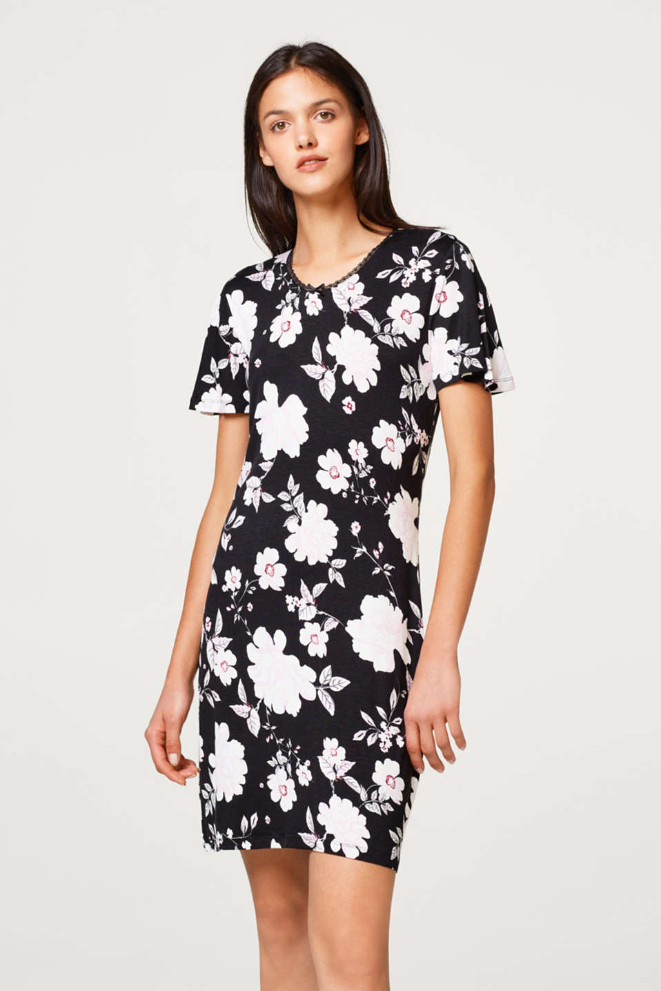Esprit - Jersey nightshirt with a floral print
