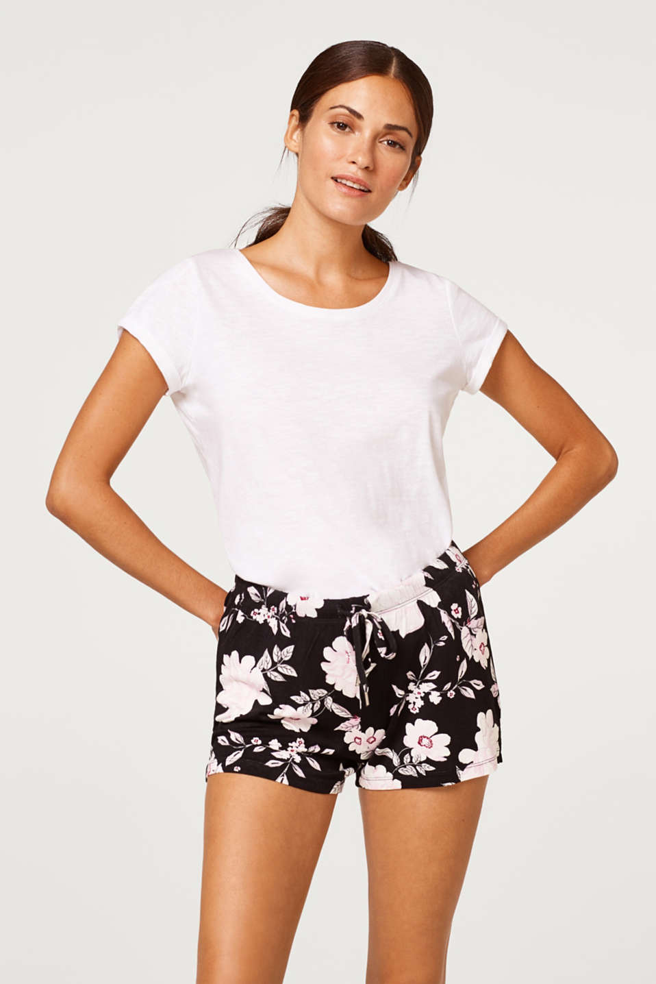 Esprit - Stretch jersey shorts with a floral print