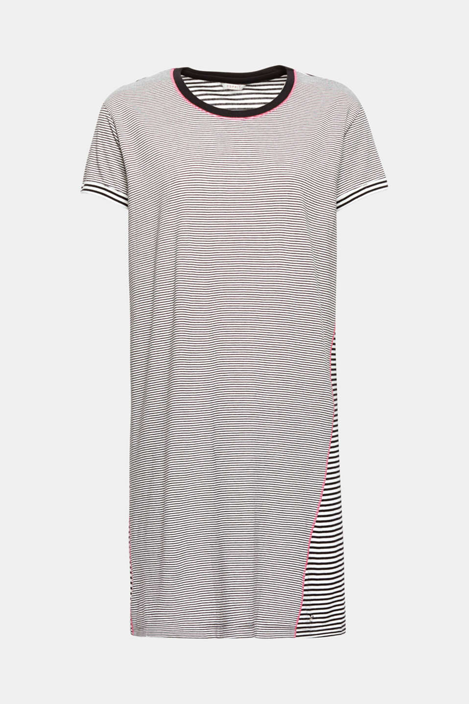Fine stripes meet up with bold stripes! Bright stitching gives this nightshirt its relaxed flair in soft cotton jersey.