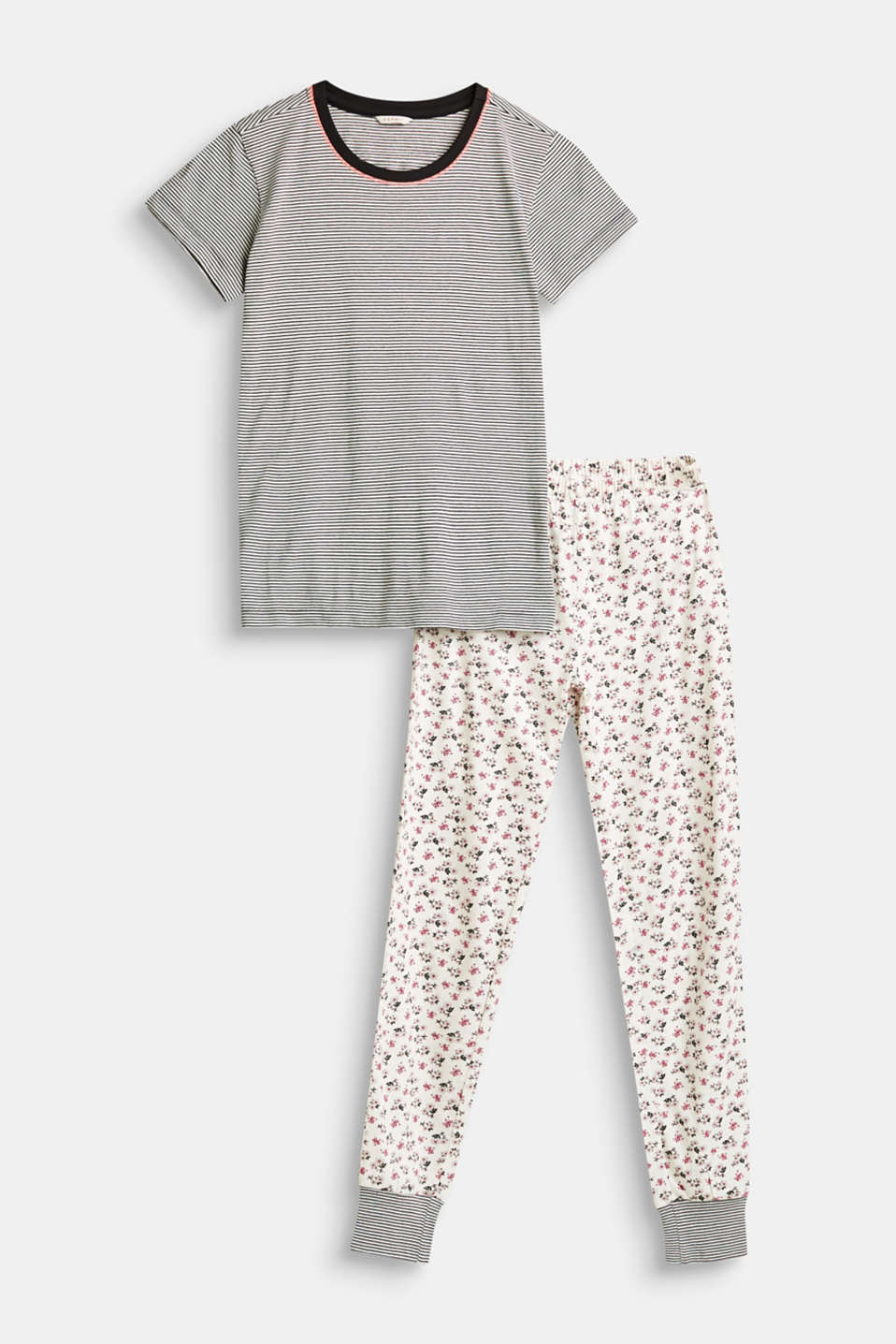 Pretty flowers meet up with sporty stripes: these soft jersey pyjamas made of pure cotton combine exceptional comfort with a cute look.