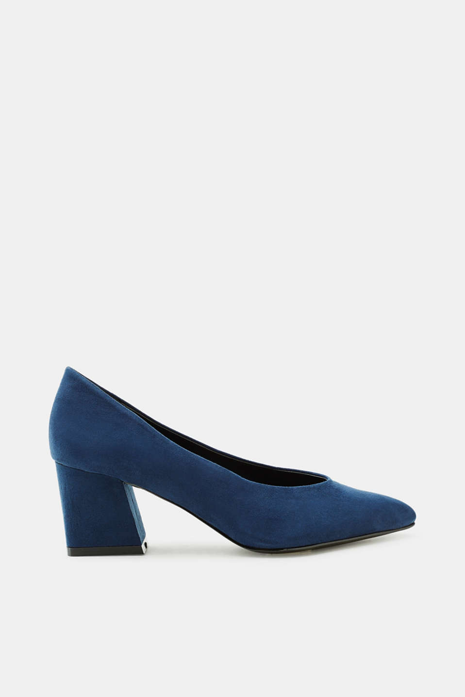 These mid-height suede court shoes with a block heel and a pointed toe look fantastic with cropped trousers.