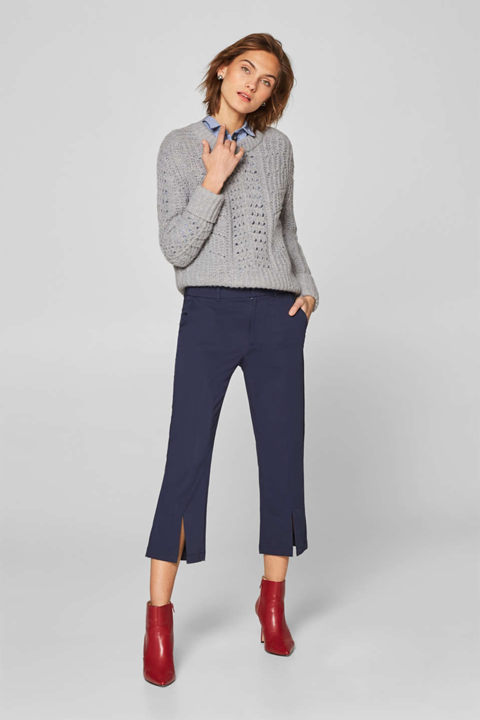 Esprit - Cropped trousers with slit leg hems