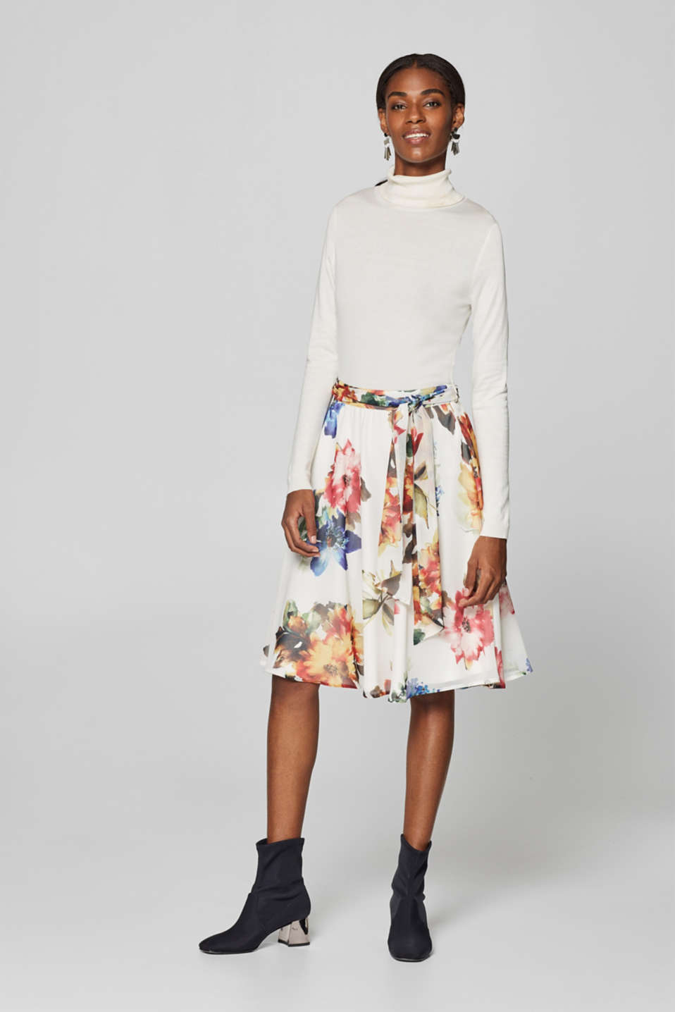 Swirling chiffon skirt with a print