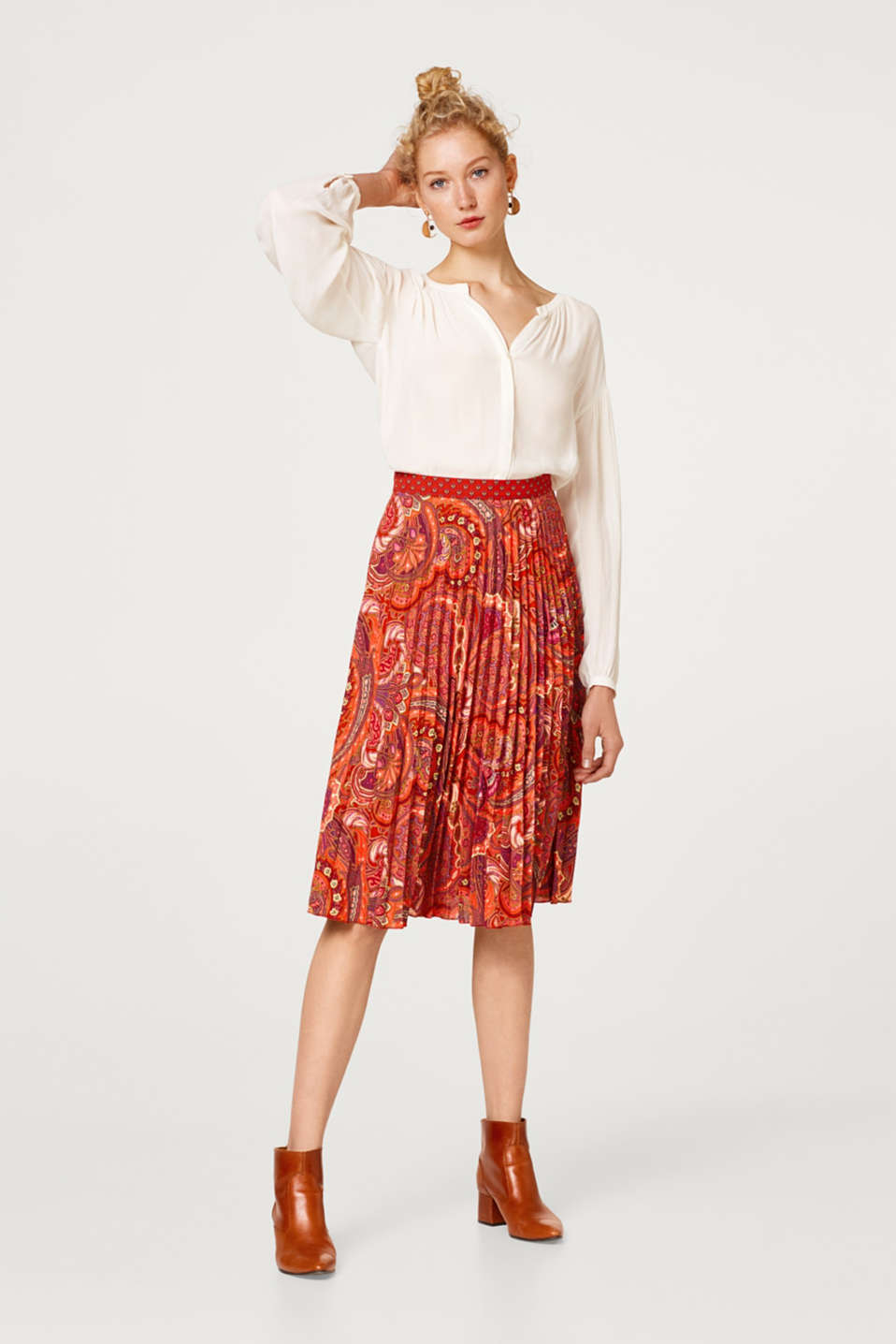Esprit - Midi pleated skirt with a paisley print