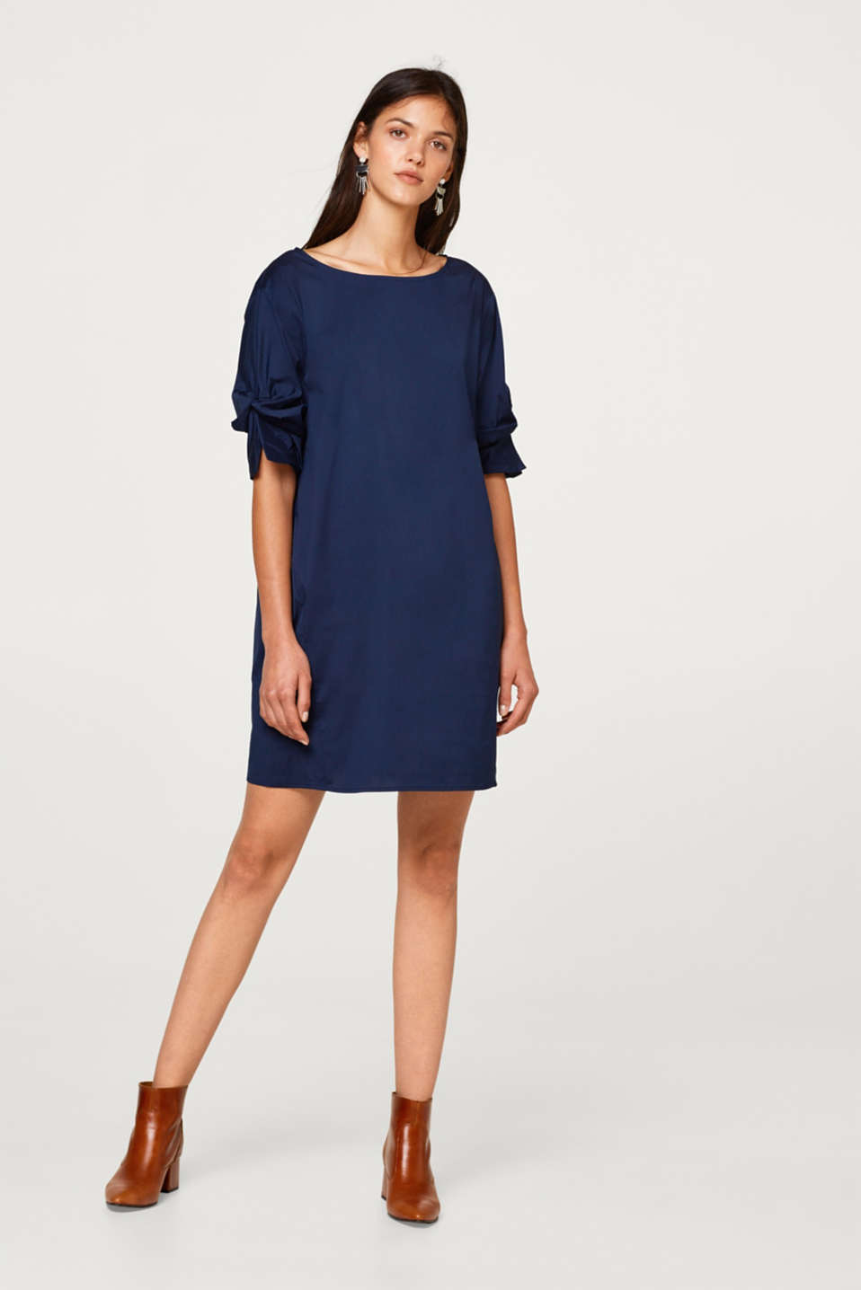 Stretch dress with knotted sleeves