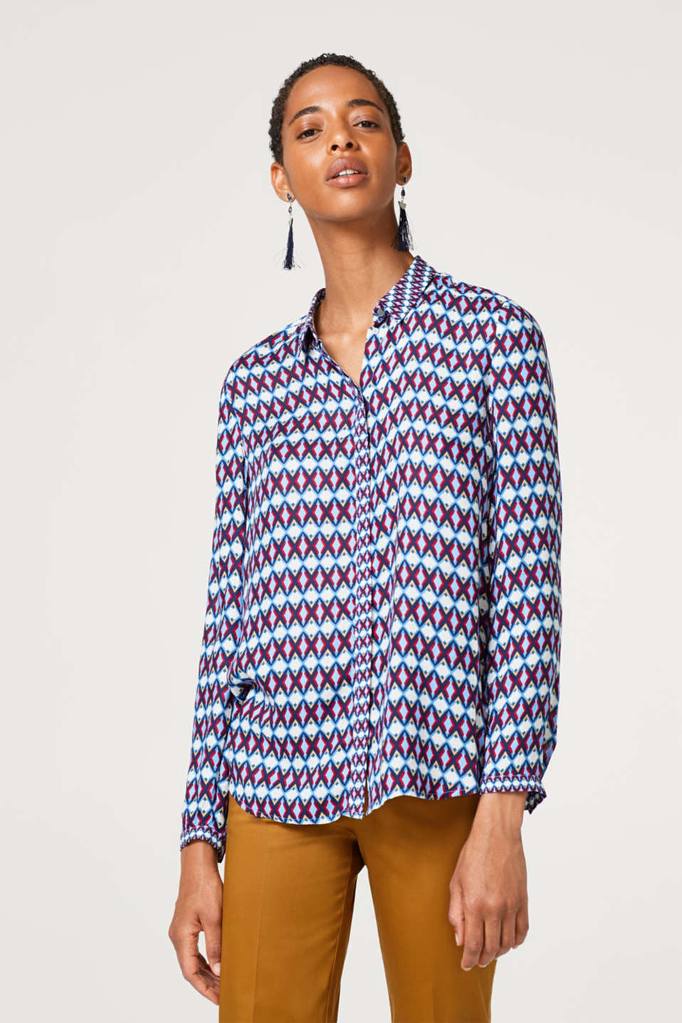 Esprit - Shirt blouse made of crêpe with a graphic print