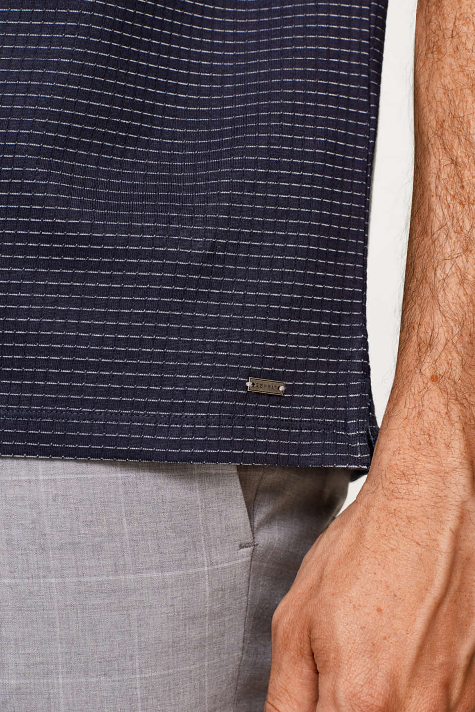 Straight polo shirt with a button-down collar