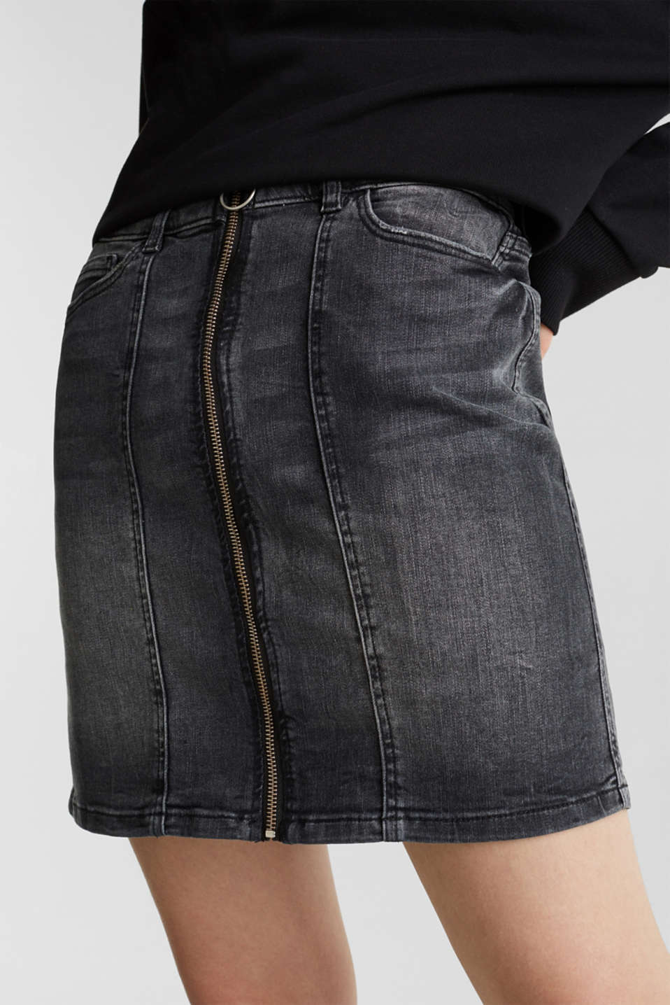 Stretch denim skirt with a zip, BLACK DARK WASH, detail image number 2