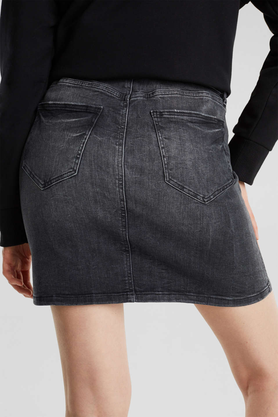 Stretch denim skirt with a zip, BLACK DARK WASH, detail image number 5