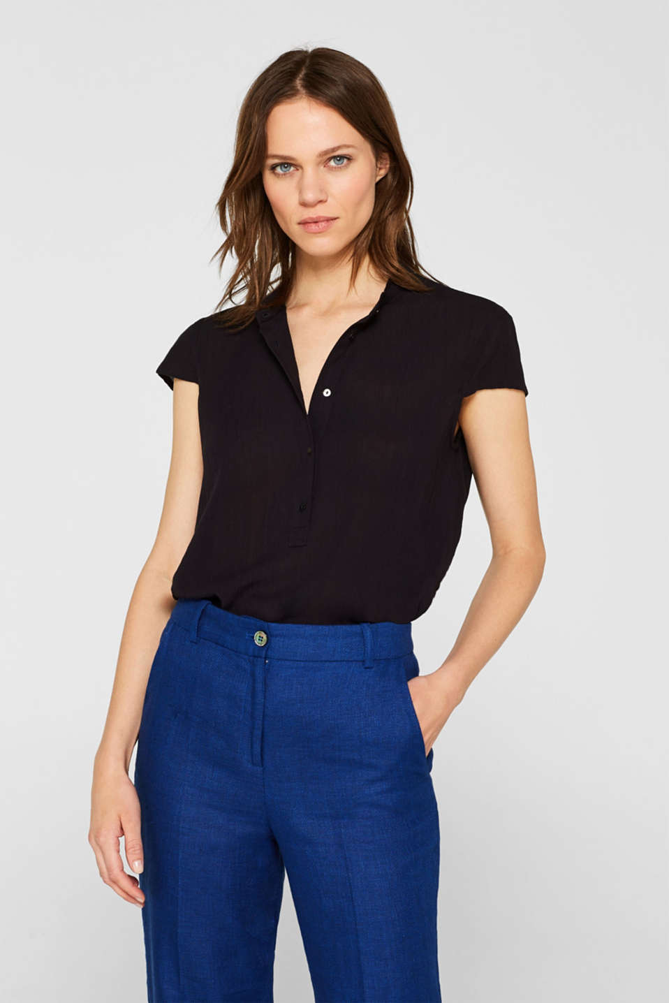 edc - Crinkle blouse with a band collar