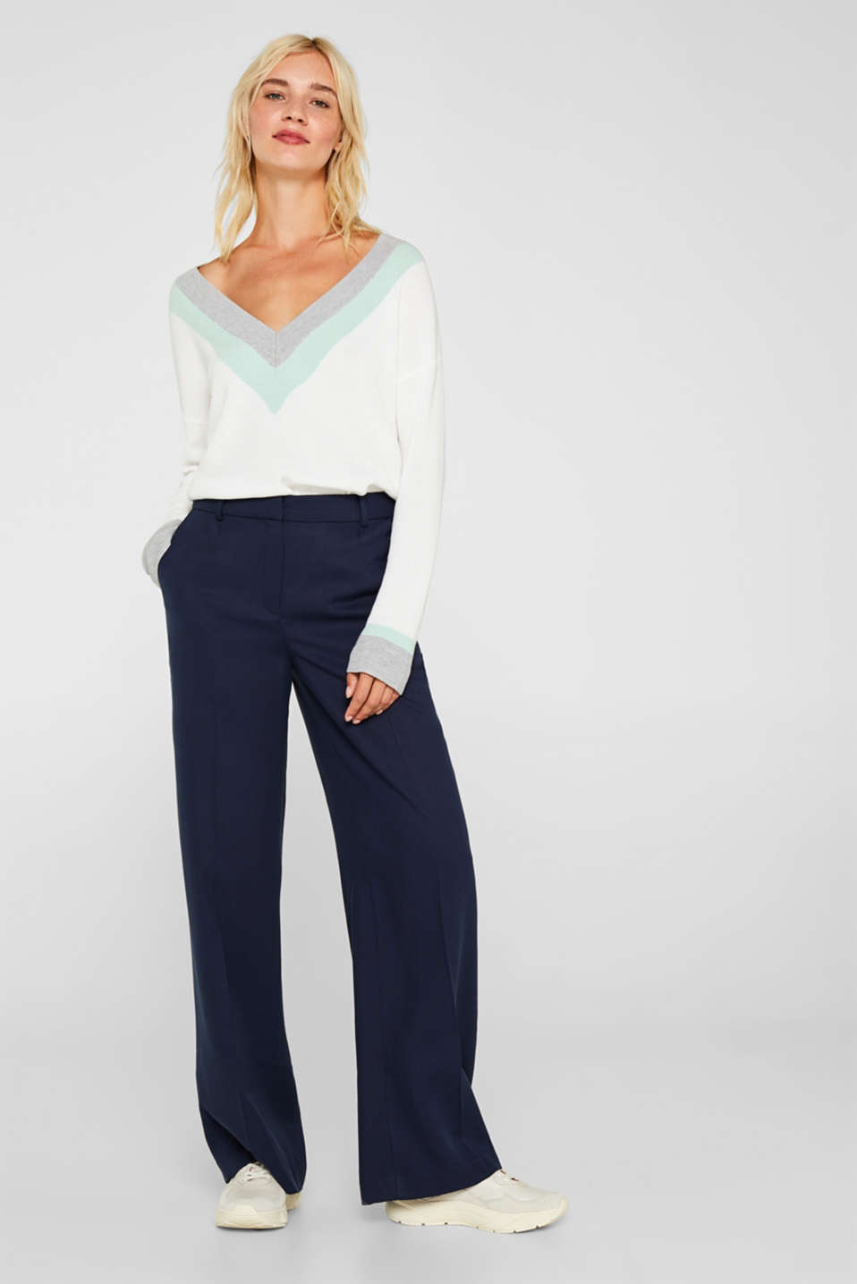 Wide, textured trousers made of 100% tencel