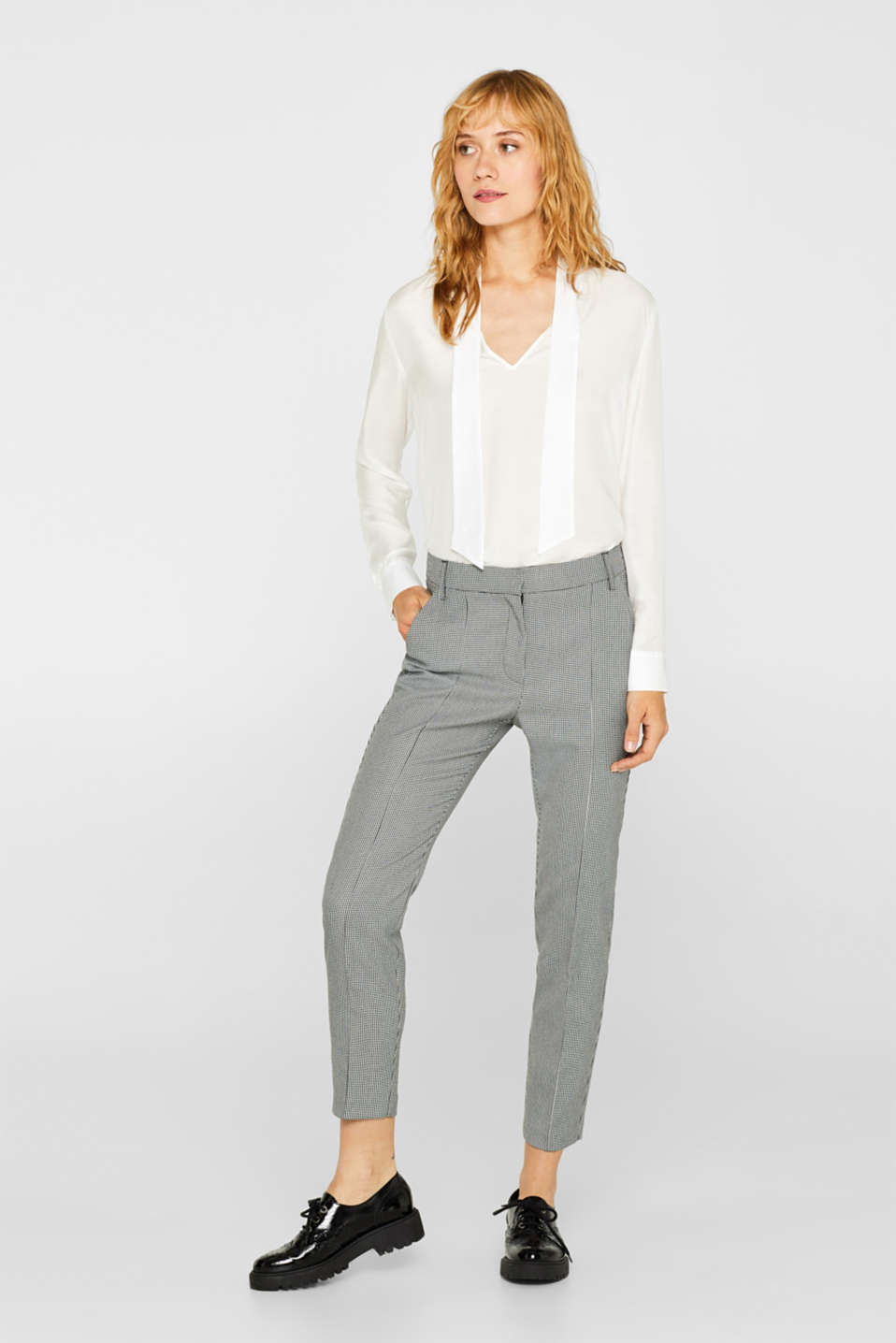Esprit - Ankle-length stretch trousers with a houndstooth pattern