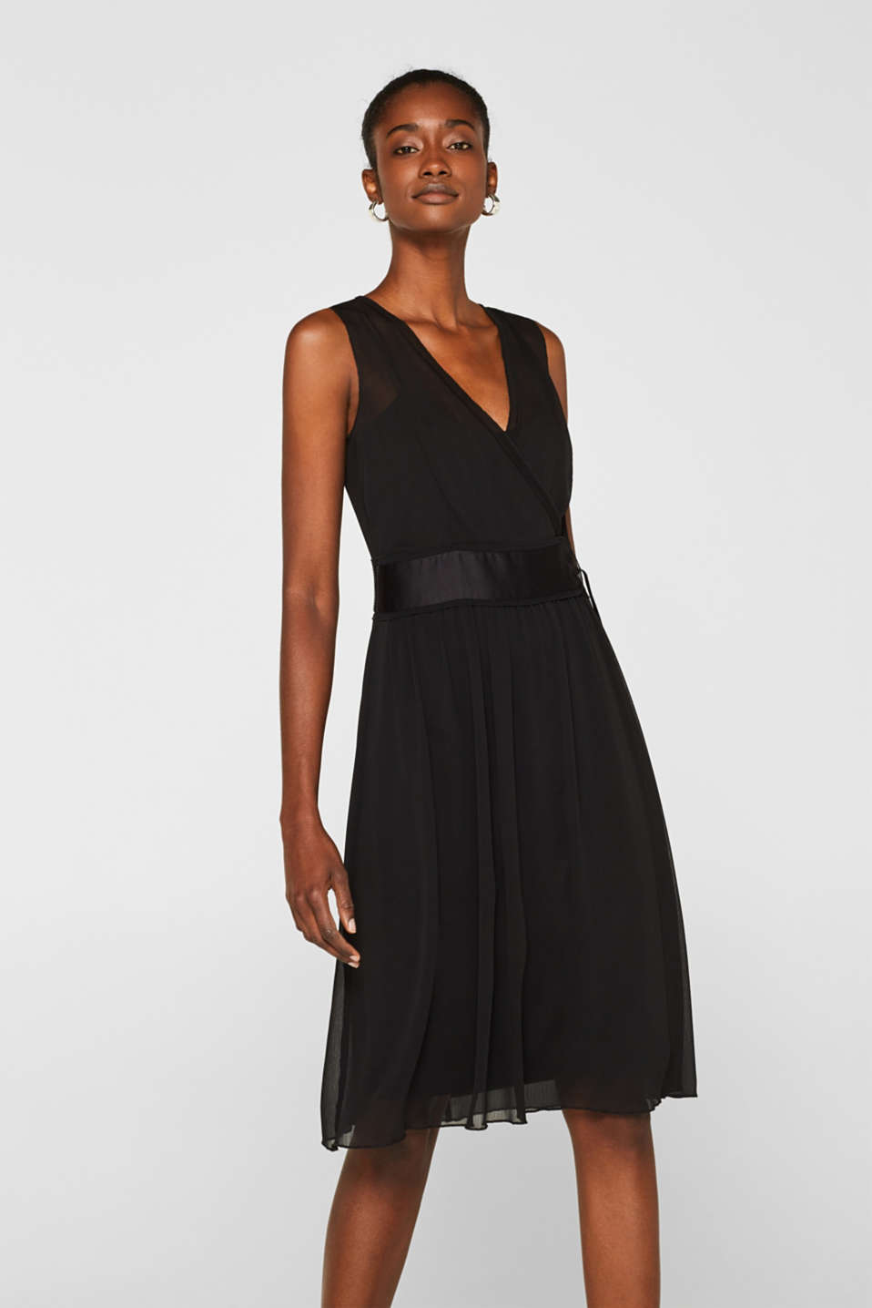 Esprit - Crinkle chiffon dress with a slip