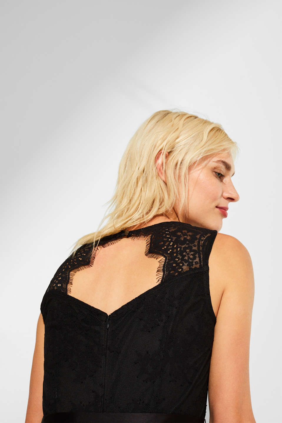 Dress made of lace with a cut-out and satin belt, BLACK, detail image number 3