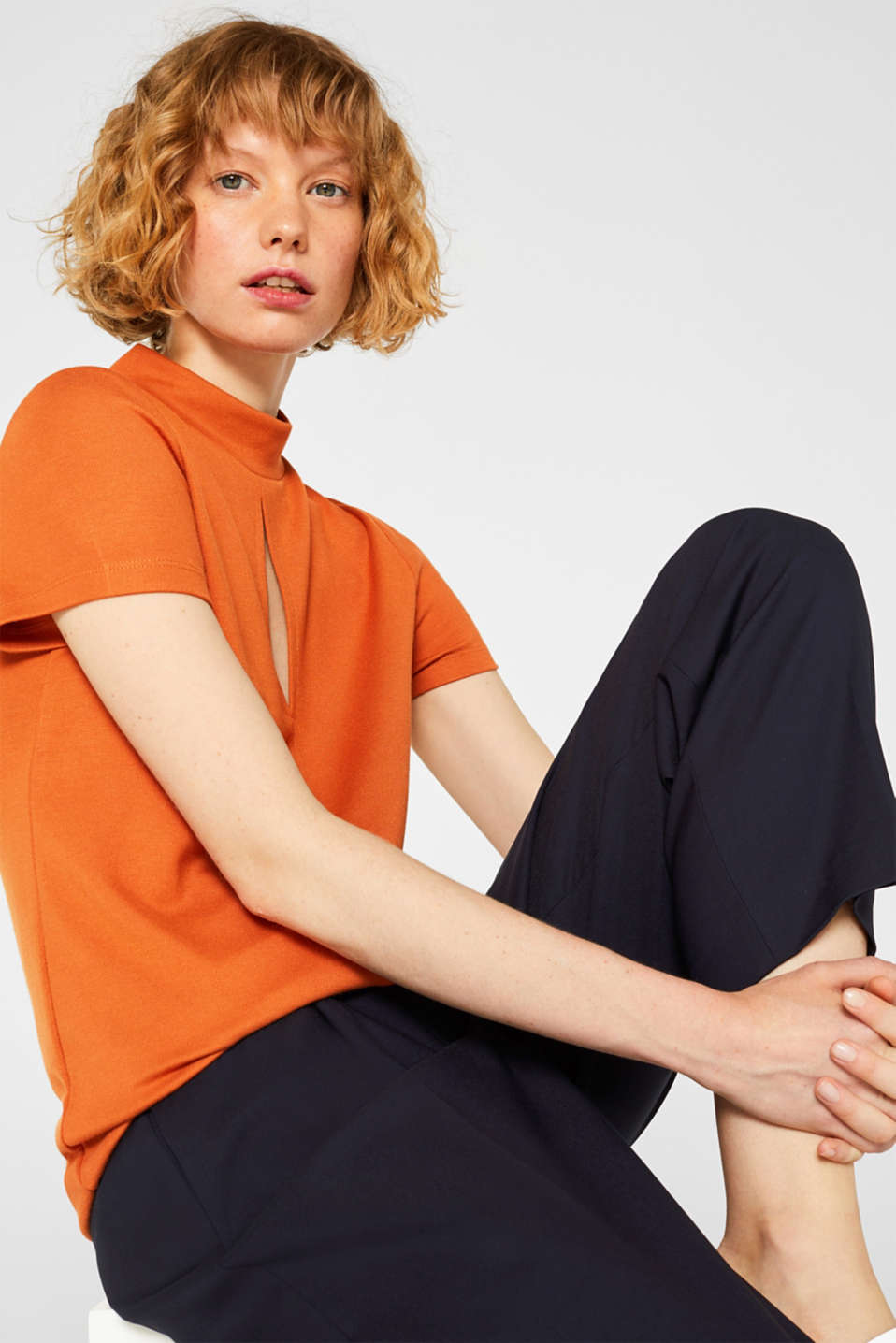 Esprit - Thick jersey top with a band collar and slit