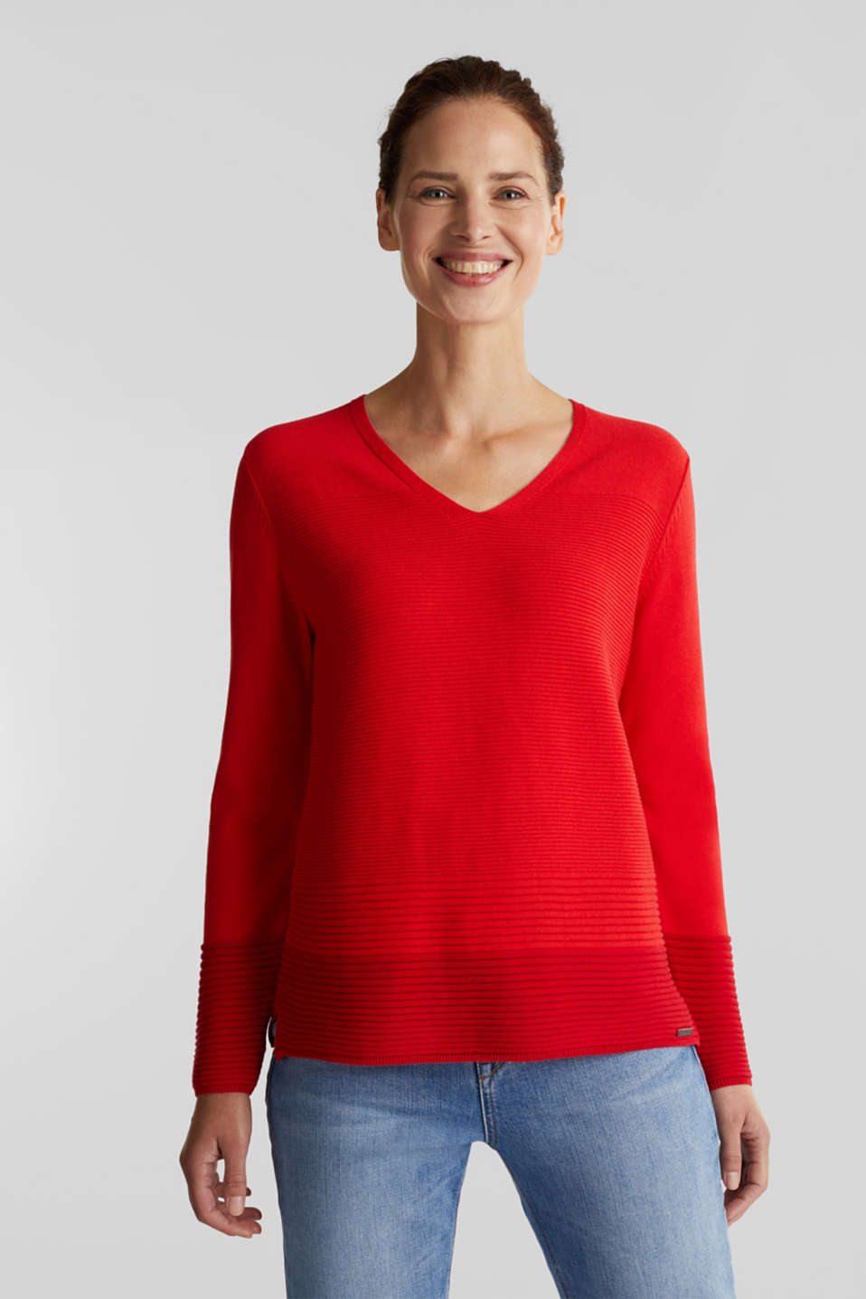 Esprit - Colour block jumper with a V-neck