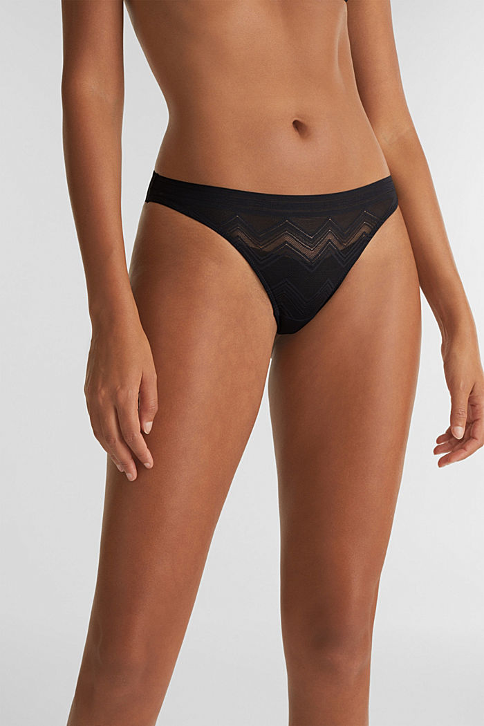 Thong made of geometric lace