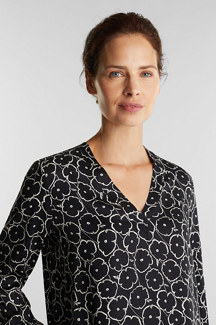 Print blouse made of LENZING™ ECOVERO™, BLACK, detail image number 4