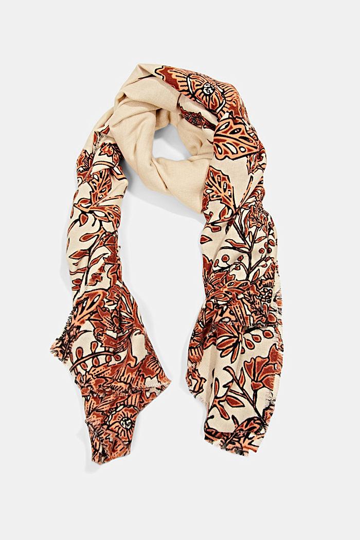 En matières recyclées: le foulard à motif à fleurs