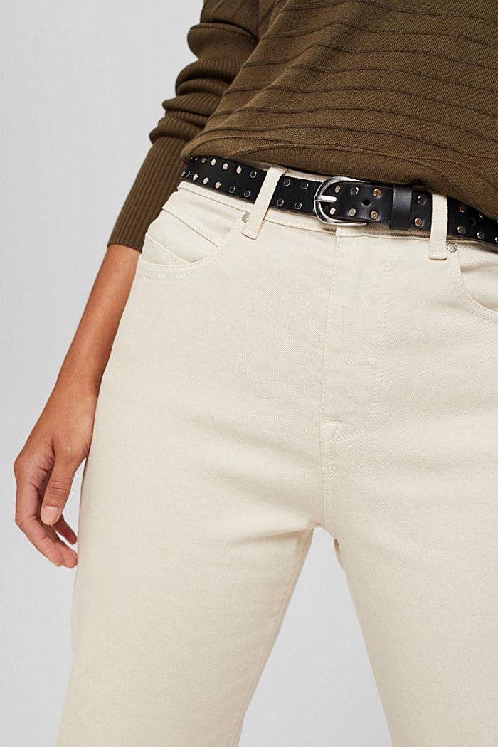 En cuir: la ceinture fine à rivets
