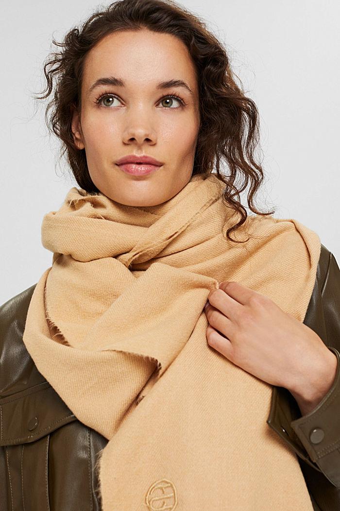 Gerecycled: extra zachte geweven sjaal met franjes, KHAKI BEIGE, detail image number 4
