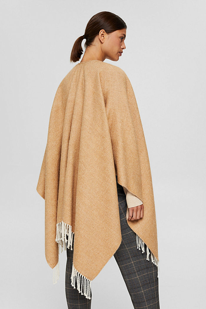 Gerecycled: omkeerbare poncho/cape met franjes