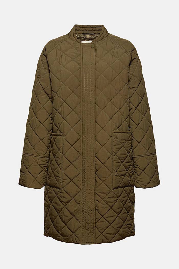 Reciclado: abrigo con pespuntes en forma de diamante