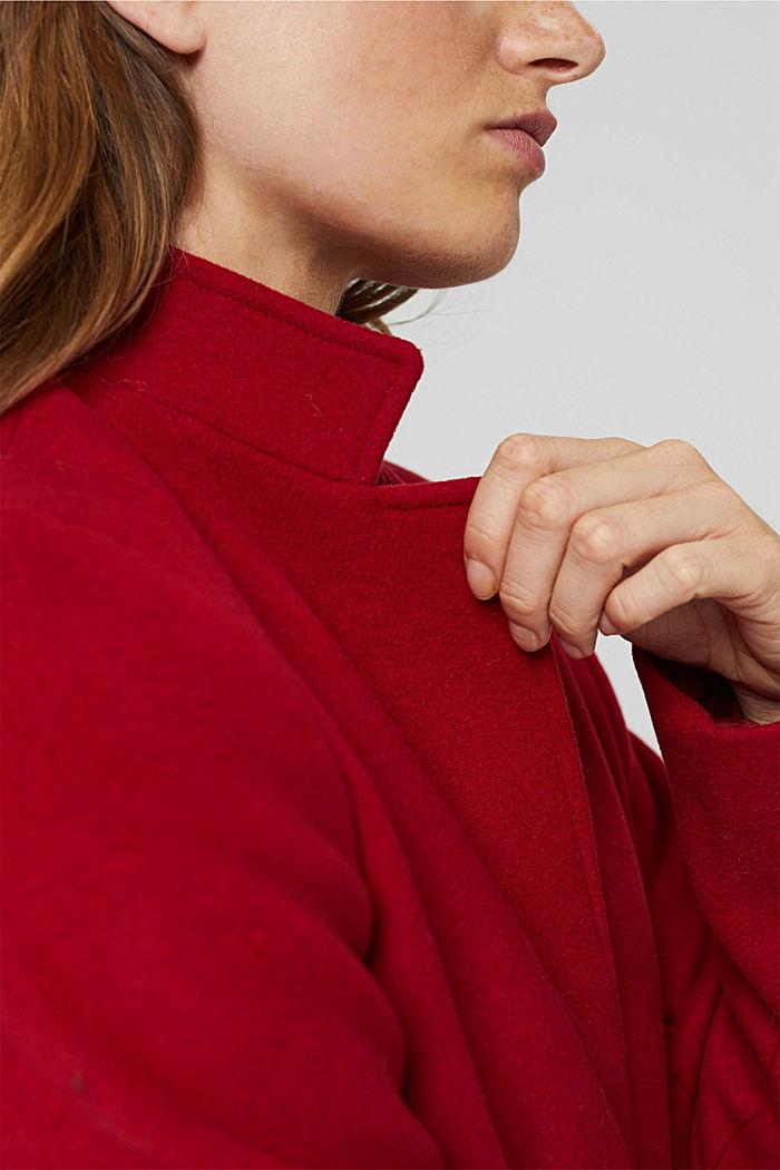 Aus recyceltem Woll-Mix: Mantel mit Stehkragen, DARK RED, detail image number 2