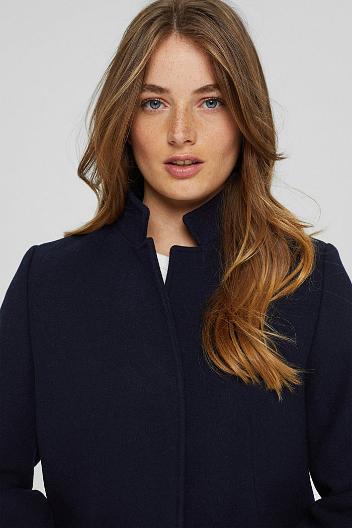 Made of a recycled wool blend: blazer coat